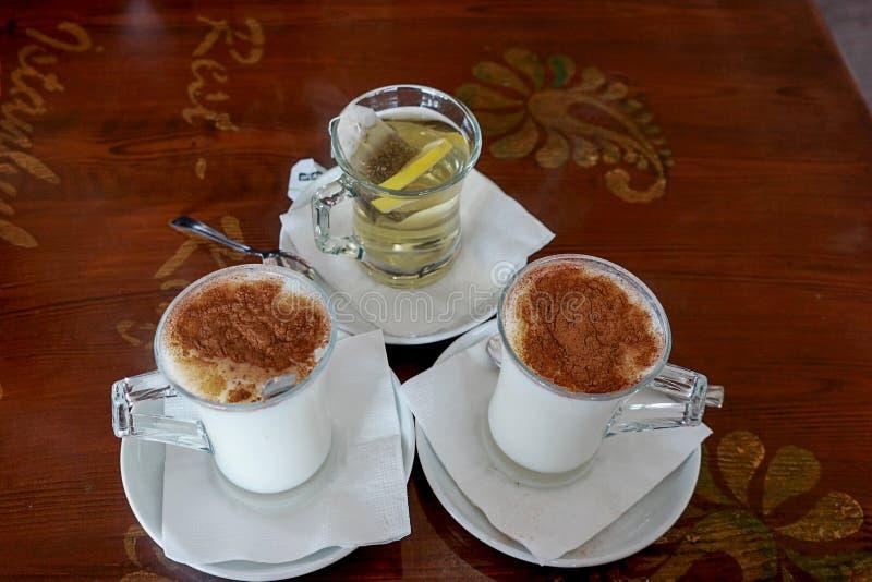 Bebida tradicional del turco imagenes de archivo