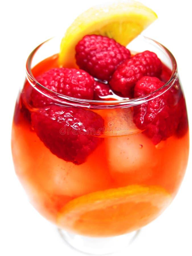 Bebida vermelha do cocktail do perfurador da fruta com framboesa imagens de stock royalty free