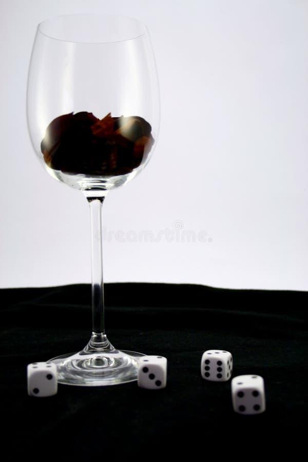 Bebida y juego imagen de archivo