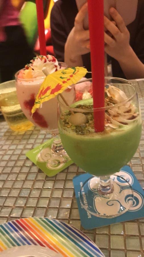 Bebidas coloridas imagen de archivo