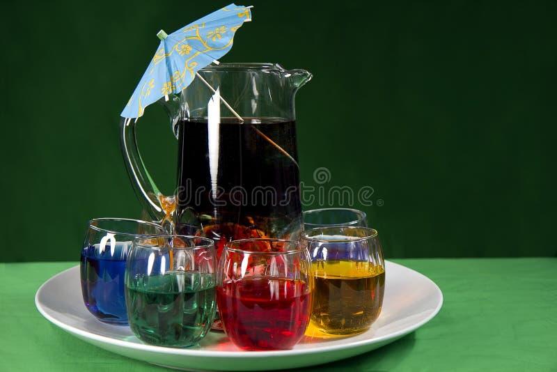 Bebidas coloridas de serviço fotos de stock