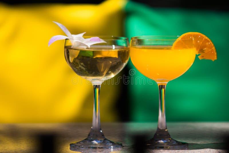 Bebidas coloridas do cocktail foto de stock royalty free