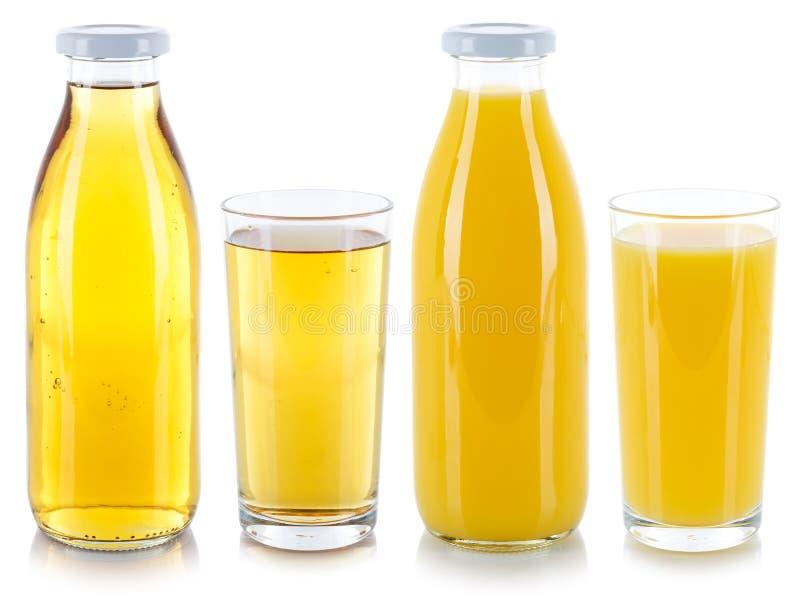Bebidas da bebida do suco da laranja e da maçã em uma garrafa e em um vidro isolados no branco imagem de stock