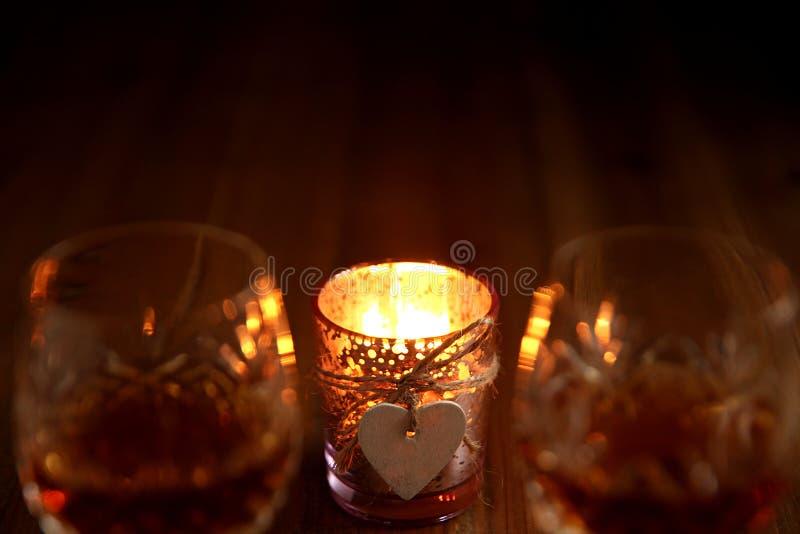 Bebidas da luz de vela do dia de Valentim foto de stock