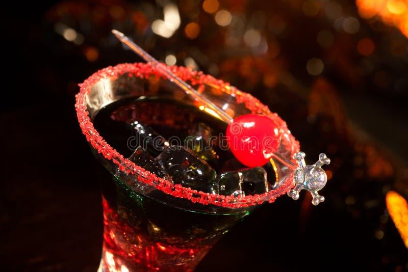 Bebidas de Halloween - cocktail do sangue do diabo fotografia de stock