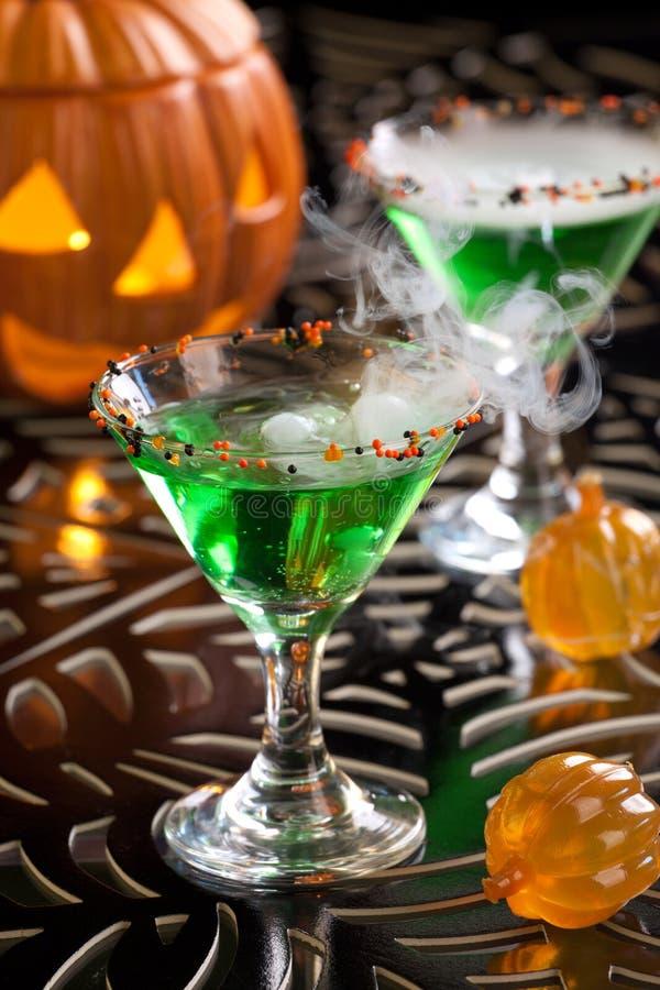 Bebidas de Halloween - sangue Martini da bruxa imagens de stock royalty free