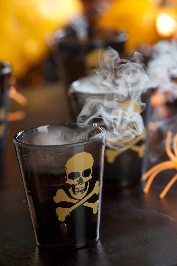 Bebidas de Halloween - tiro mortal fotos de stock