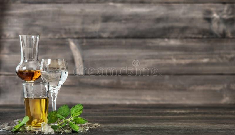 Bebidas de la comida de las hojas de menta del hielo de las bebidas alcohólicas foto de archivo libre de regalías