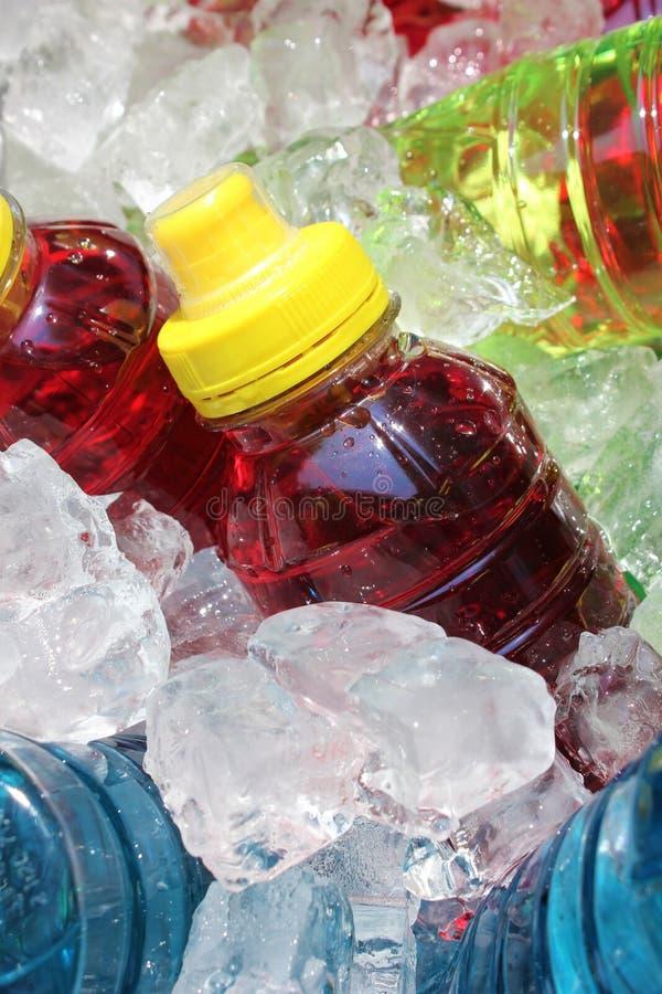 Bebidas de la energía de los deportes en el hielo imagenes de archivo
