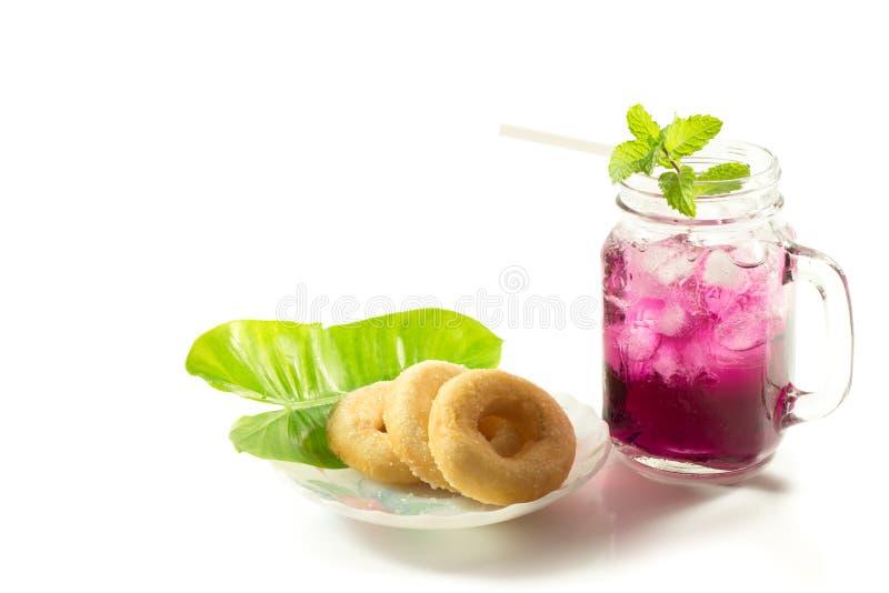 Bebidas de refrescamento do verão no frasco imagens de stock