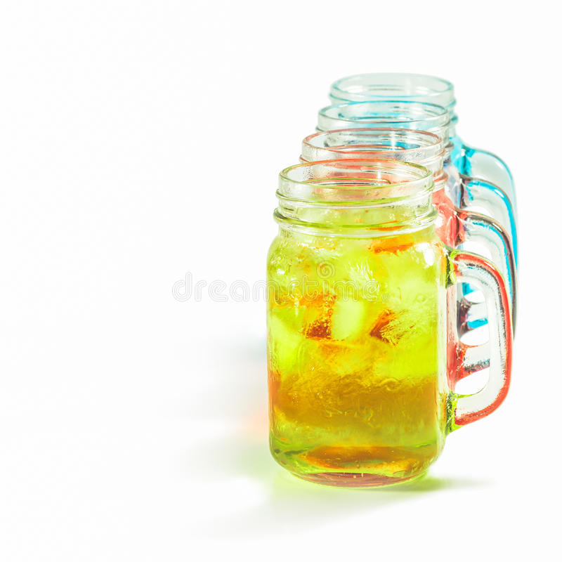 Bebidas de refrescamento do verão no frasco foto de stock