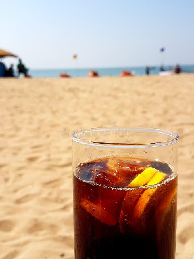 Download Bebidas Do Frio Na Praia De Fumba Foto de Stock - Imagem de sunset, barcos: 107526866