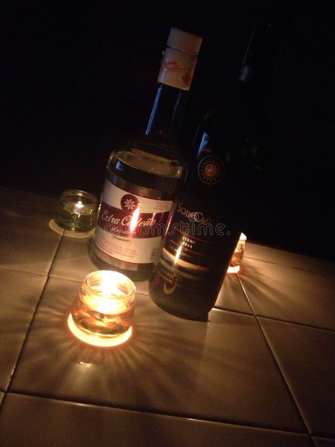 Bebidas e vela fotos de stock