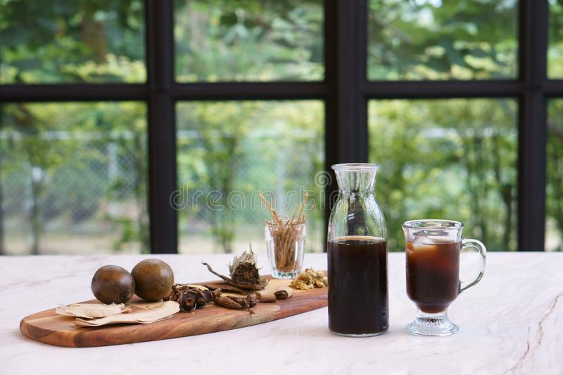 Bebidas ervais misturadas imagens de stock