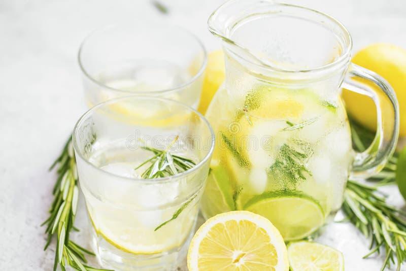 Bebidas frescas del mojito del verano imagen de archivo