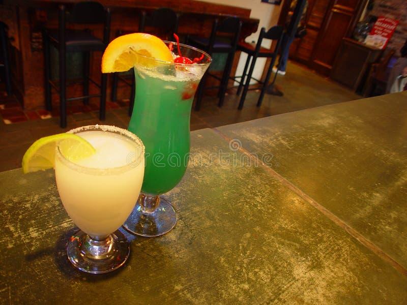 Download Bebidas na barra imagem de stock. Imagem de mistura, álcool - 68497