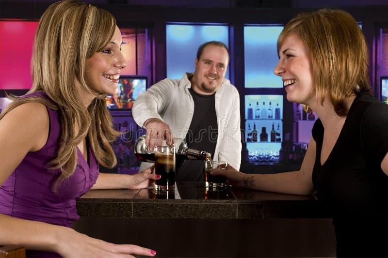 Bebidas na barra fotos de stock