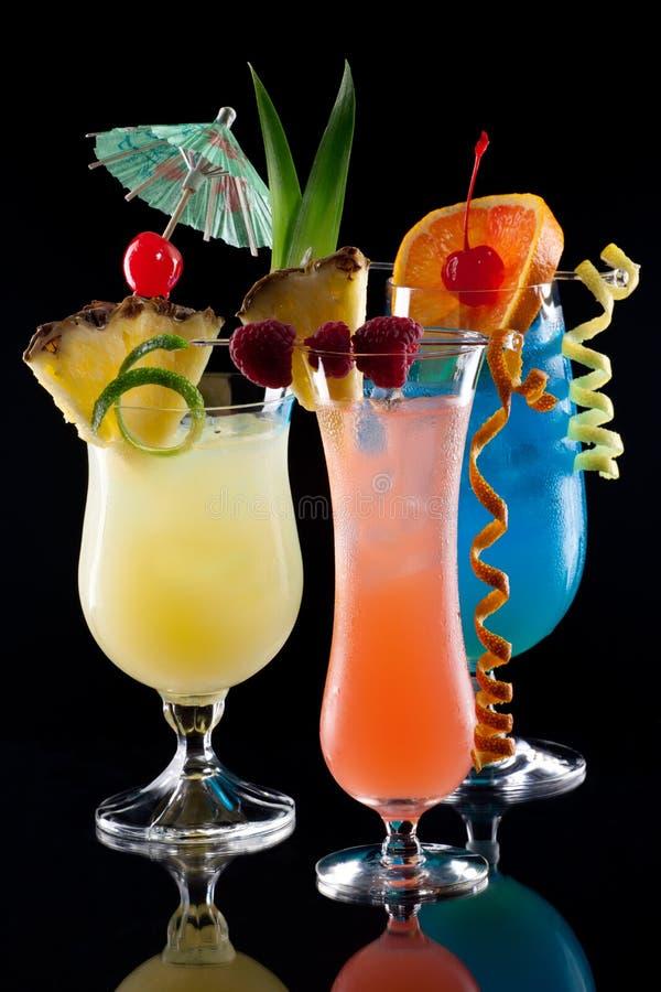Bebidas tropicais - a maioria de série popular dos cocktail foto de stock