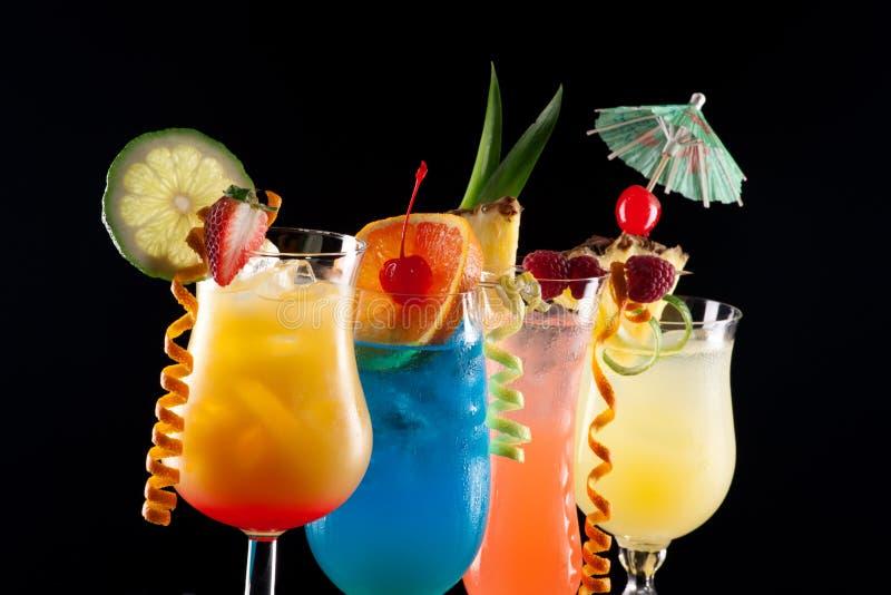 Bebidas tropicais - a maioria de série popular dos cocktail fotos de stock royalty free