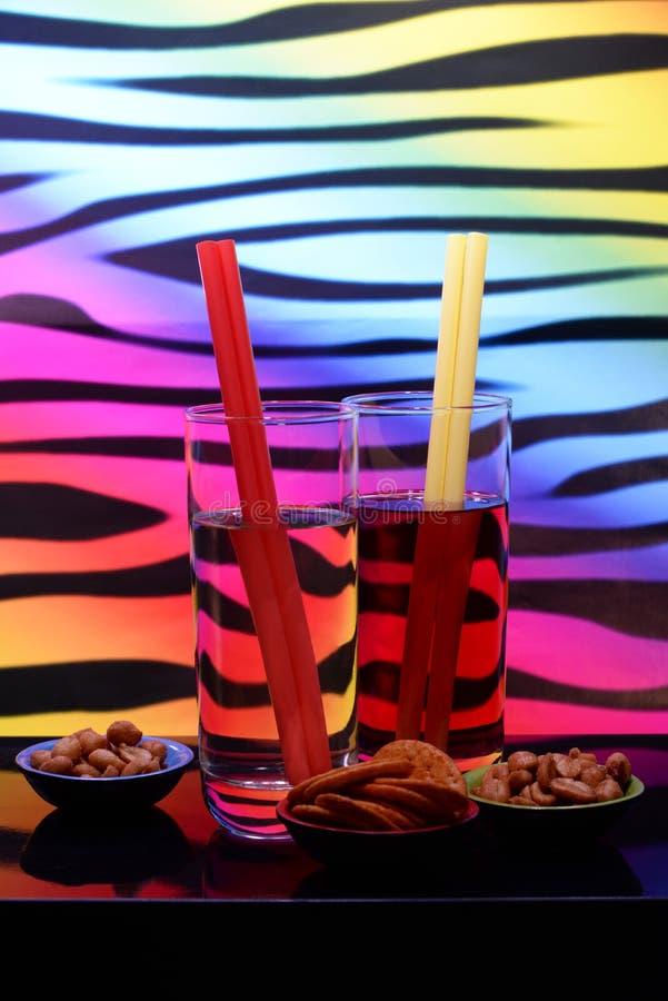 Bebidas y mordiscos imágenes de archivo libres de regalías
