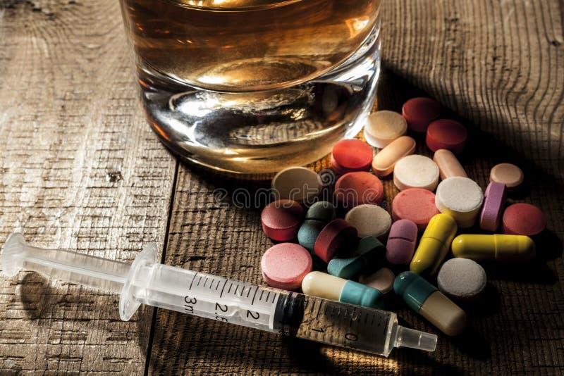 Bebido en píldoras imágenes de archivo libres de regalías