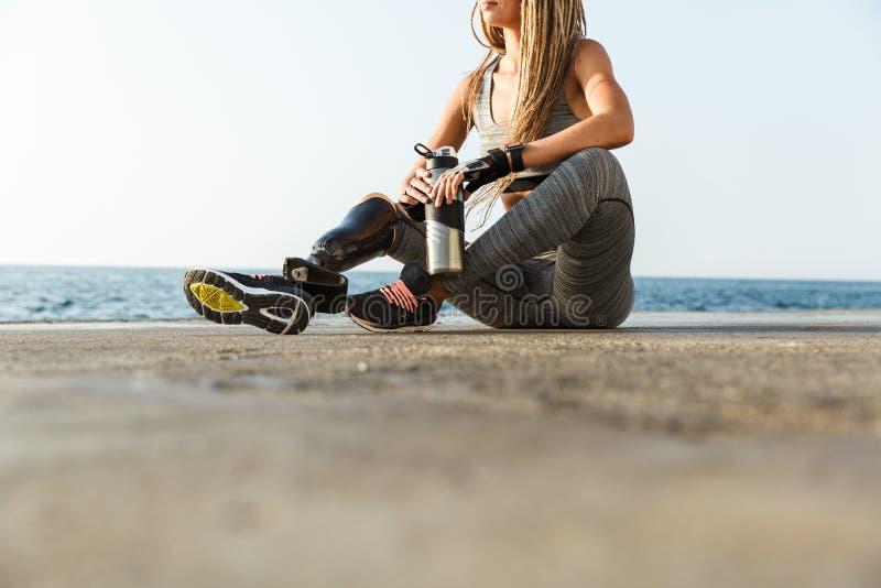 Bebouwd beeld van gehandicapte atletenvrouw royalty-vrije stock foto