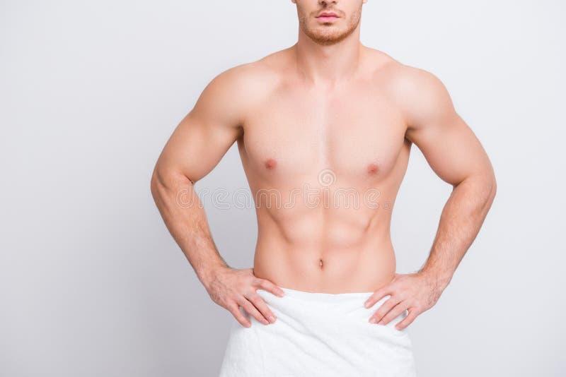 Bebouwde dichte omhooggaande foto van shirtless sexy het verleiden spierattra stock foto