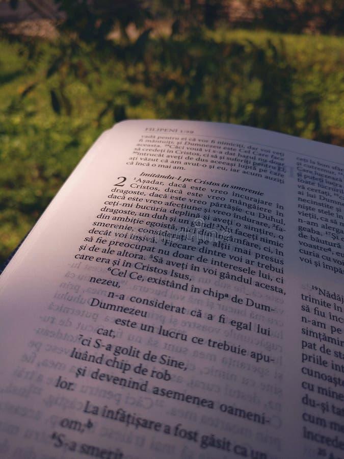 Beca rumana de la Sagrada Biblia de la escritura foto de archivo libre de regalías
