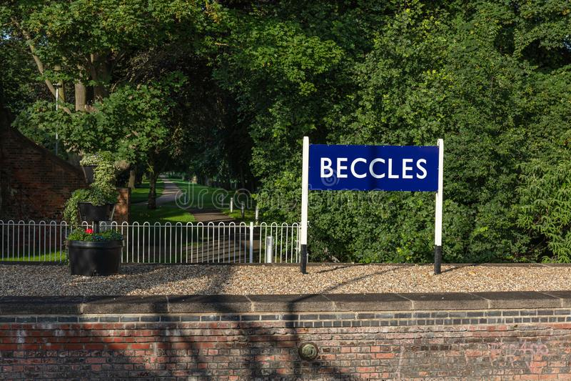 BECCLES UK - 28/06/2019: Tecken för Beccles stationsplattform arkivbilder