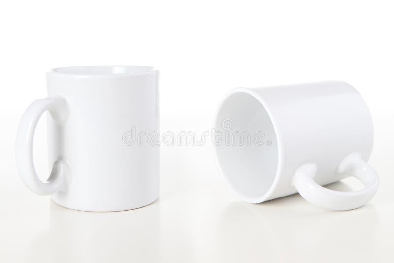 Becher auf Weiß stockfotos