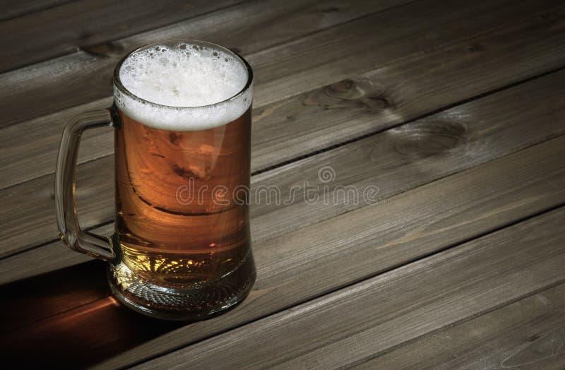 Becher Bier lizenzfreies stockfoto