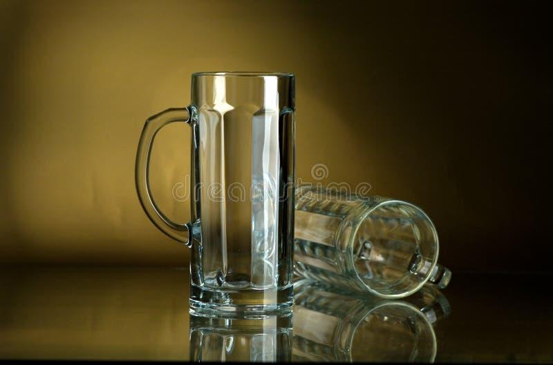 Becher für Bier stockfotografie