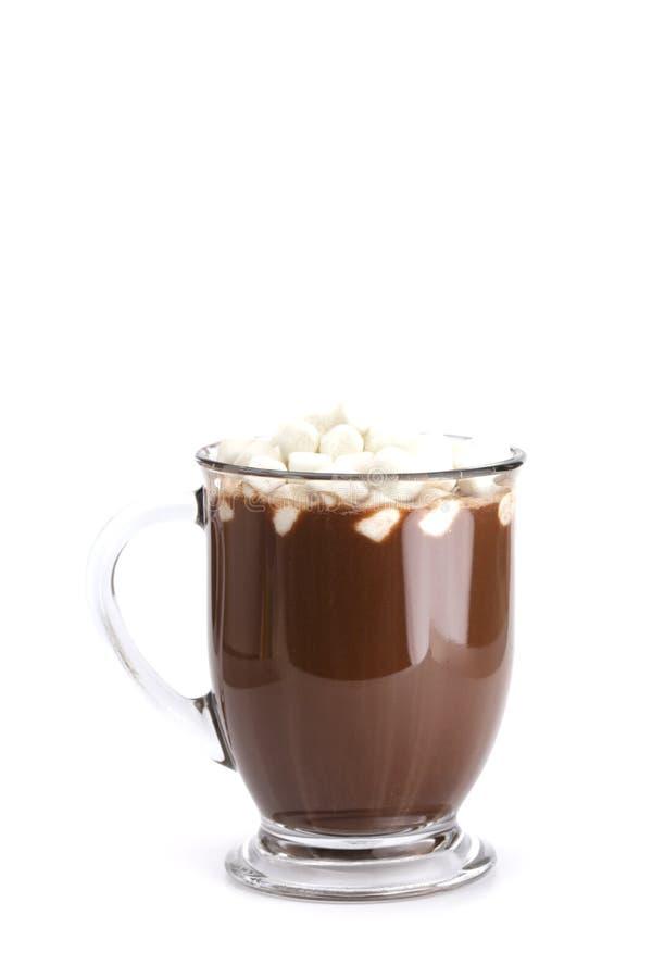 Becher heiße Schokolade lokalisiert auf einem weißen Hintergrund lizenzfreie stockfotografie