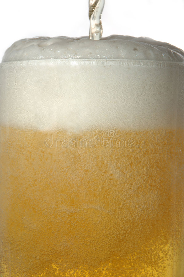Becher mit Bier lizenzfreies stockfoto