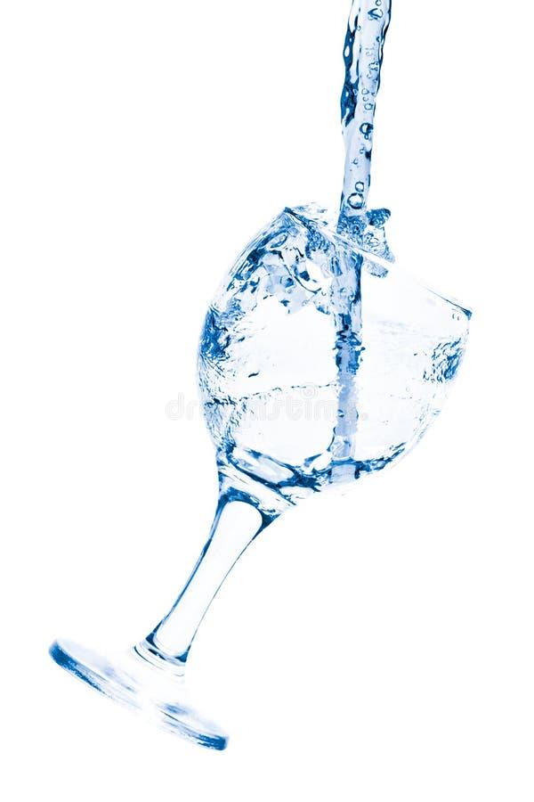 Becher mit Wasser lizenzfreie stockbilder
