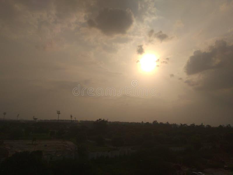 Bedöva den indiska soluppsättningen arkivbild