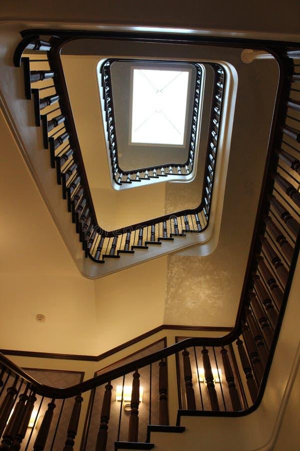 Bedöva detaljen i trappuppgången, som leder en från det fjärde golvet till lobbyen, det Adelphi hotellet, Saratoga Springs, New Y royaltyfri fotografi