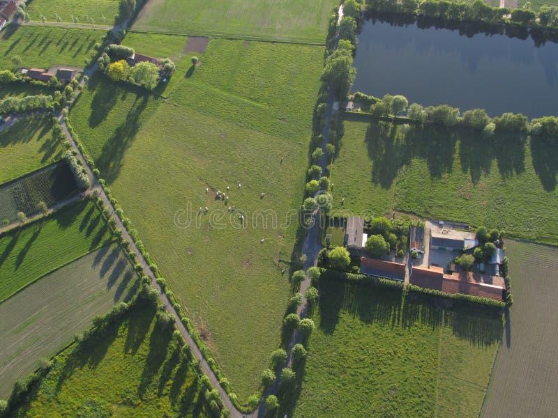 Bedöva flyg- sikt av belgisk bygd royaltyfri fotografi