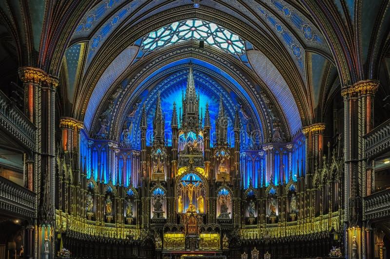 Bedöva inre av den Notre-Dame basilikan i Montreal, Kanada arkivfoto