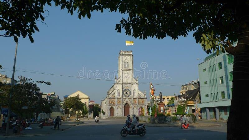 Bedöva kyrkan med unik arkitektur royaltyfria bilder