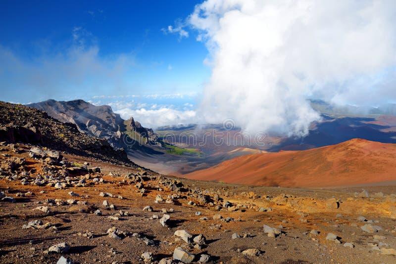 Bedöva landskap av den Haleakala vulkankrater som tas från de glidande sanderna, skugga, Maui, Hawaii royaltyfri bild