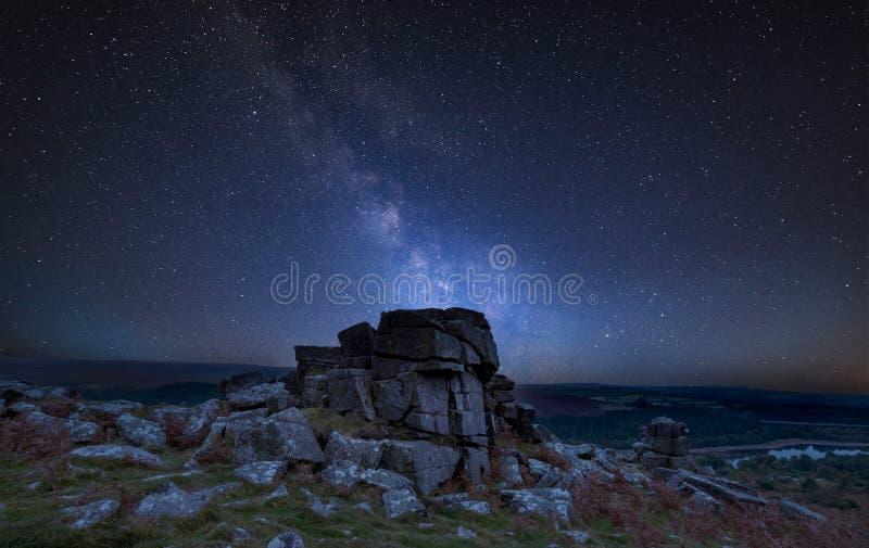Bedöva overStunning höst s för vibrerande bild för Vintergatan sammansatt royaltyfria foton