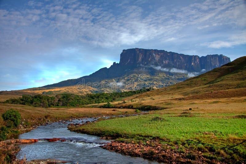Bedöva sikt till tepuy bredvid Roraima arkivbilder