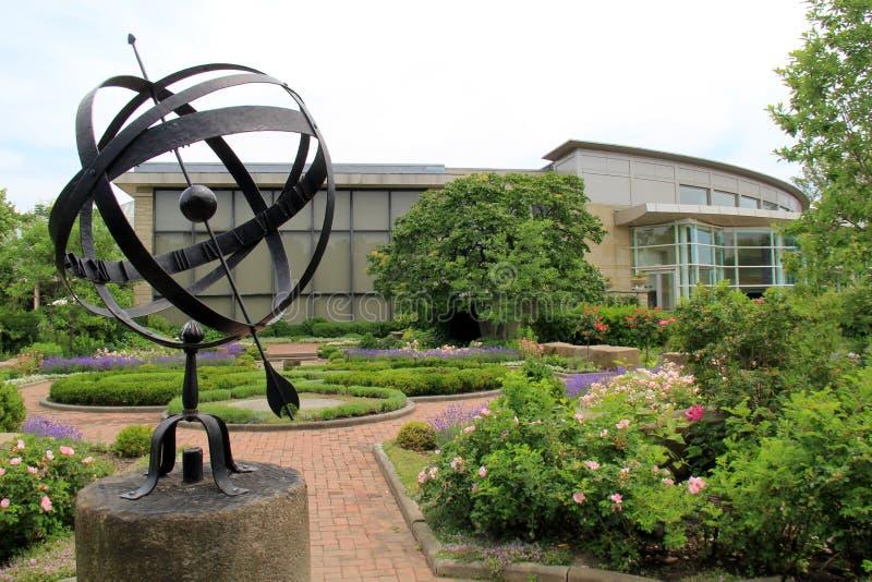 Bedöva sikter av arkitektur och blommor och gångbanor, Cleveland Botanical Garden, Ohio, 2016 royaltyfri bild