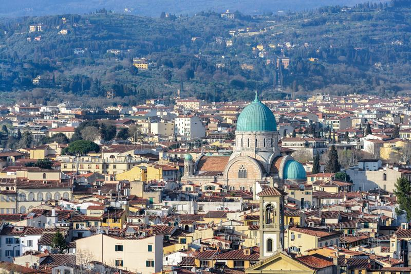 Bedöva sikter av Florence från Piazzale Michelangelo Observationsdäck på kullen Vänster bank av Arnoen royaltyfri foto
