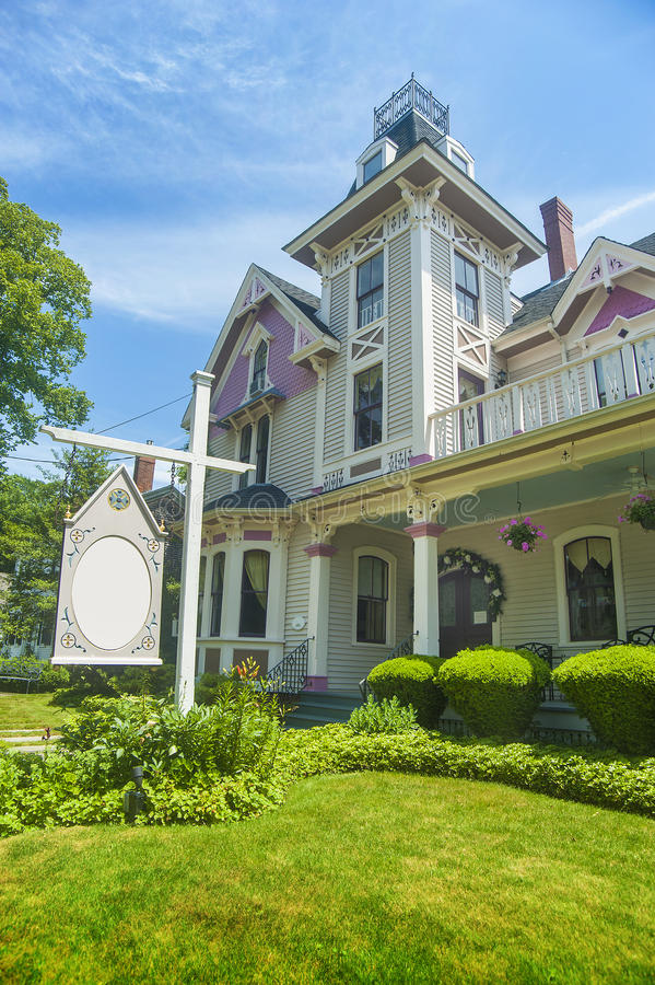 Download Bed And Breakfast Country Inn Stock Photo - Image: 25573432