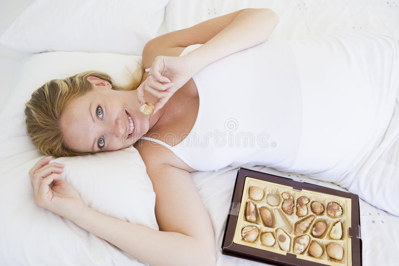 bed chocolates lying pregnant woman στοκ φωτογραφίες