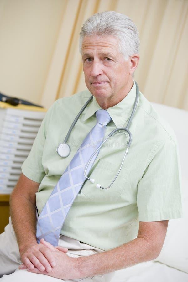 bed doktorssjukhussitting royaltyfri fotografi