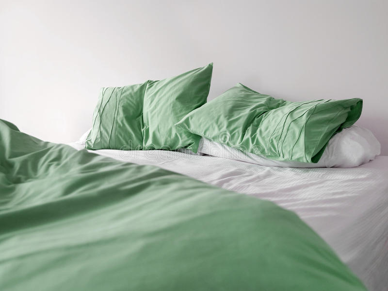 Download Bed green fotografering för bildbyråer. Bild av disarrayed - 78730041