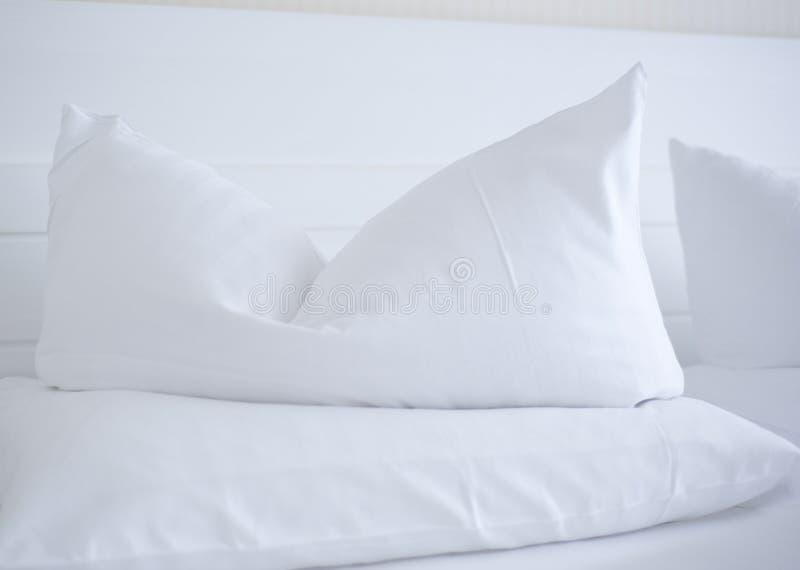 Bed in kuuroordhotel royalty-vrije stock fotografie